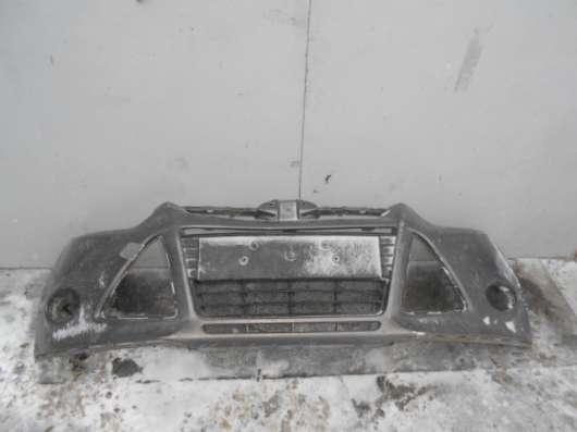 Передний бампер с центральной решеткой на Ford Focus III