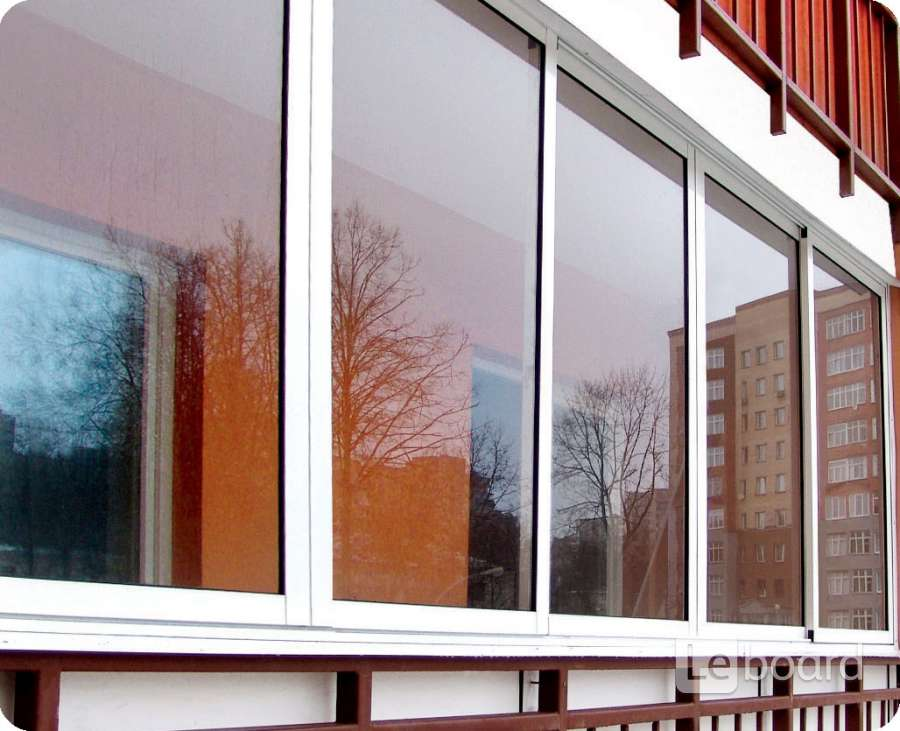 Установка пластиковых балконных окон.